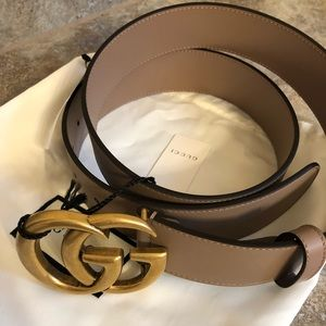 NWT. Gucci Leather Belt with GG Buckle.